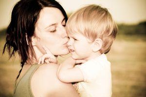 Skrócony urlop wychowawczy to cios w samotne matki